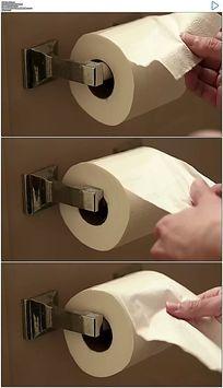 厕所手撕卷纸实拍视频素材