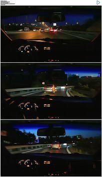 夜晚开着车在高速路上驾驶实拍视频素材