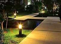 夜晚的草坪灯 JPG