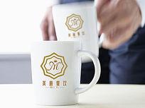 金色字母餐饮logo