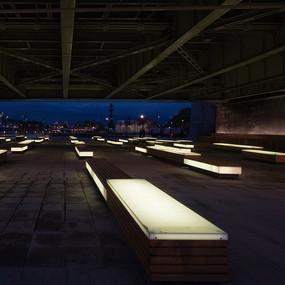 架空层下面的坐凳夜景