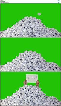 不断仍废纸不能完成任务实拍绿屏抠像视频素材