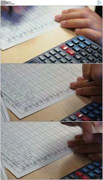 会计按计算器记账实拍视频素材