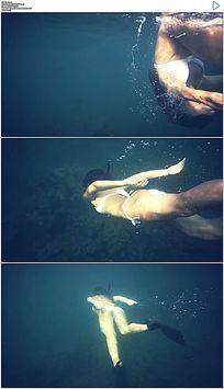 美女海底游泳实拍视频素材