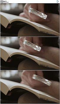 老年人用放大镜看书实拍视频素材