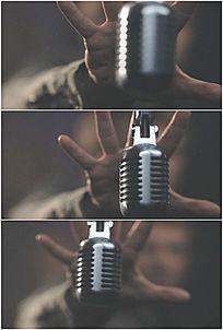 歌手手抓麦克风动作造型高清实拍视频