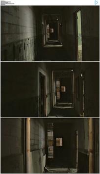 黑暗破旧的房屋走廊楼道实拍视频