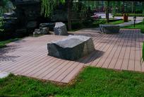 木平台上的特色景石 JPG