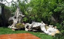 休闲区太湖石植物装饰