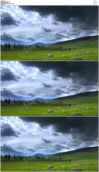 草原上流动的乌云实拍视频素材