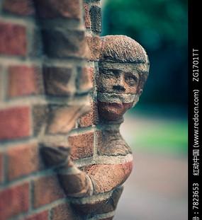 国外红砖人物雕塑