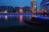 河岸夜景灯光