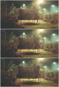 废弃公园蹦床铁丝网铁笼子视频