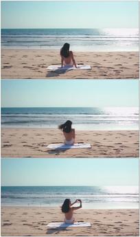 美女沙滩日光浴自拍视频