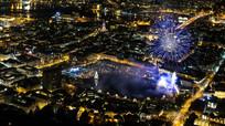 城市夜空的烟花闪烁2K视频