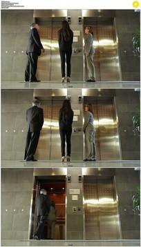 商务人士进电梯实拍视频素材