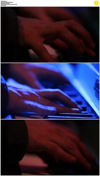 夜店弹钢琴实拍视频素材