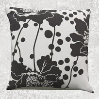 黑白花朵抱枕