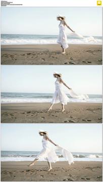 海滩白裙美女实拍视频素材