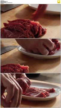 切好的牛肉片摆盘实拍视频素材