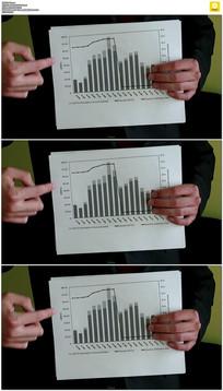 商人拿着数据统计表实拍视频素材
