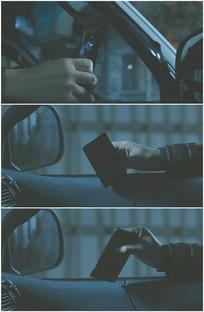 出租车司机乘客坐在车里等人玩手机视频