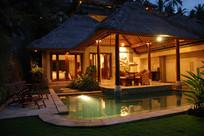 私家别墅花园夜景