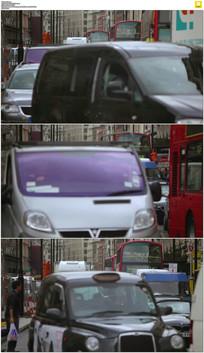 街道上繁忙的交通动态视频素材