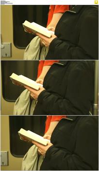 火车上看书实拍视频素材