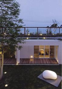 夜晚庭院建筑