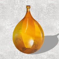 金色装饰花瓶