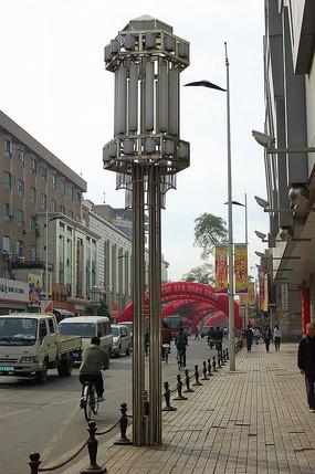 路边大型灯柱