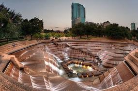 下沉式水景广场