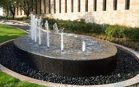 椭圆形石头旱喷泉