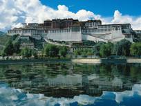 西藏建筑倒影