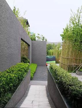 灰色长条石头景墙