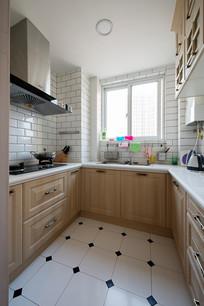 现代明亮厨房装修 JPG