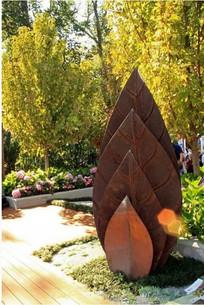 金属叶片造型雕塑