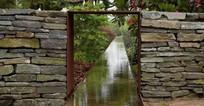 石块景墙与水景 JPG