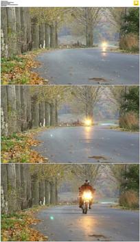 摩托车驶过公路实拍视频素材