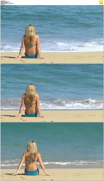 金发美女坐在海边实拍视频素材