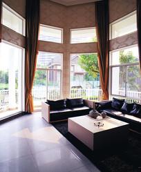 别墅一层大客厅
