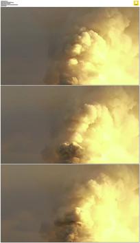 黄色烟囱冒烟实拍视频素材