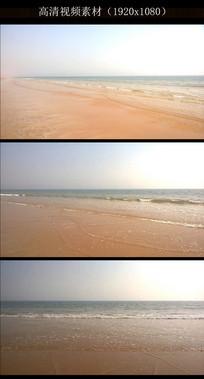 清澈沙滩海浪实拍视频