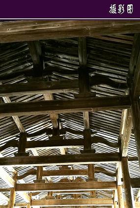 廊桥的顶梁