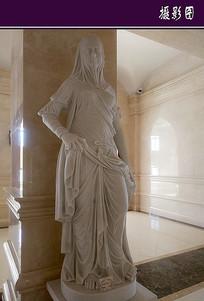 蒙着面纱的女像雕塑 JPG