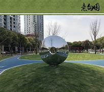 现代环形金属雕塑