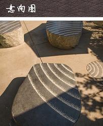 广场特色自然石坐凳 JPG