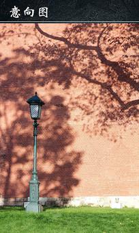 红色砖墙旁的路灯 JPG