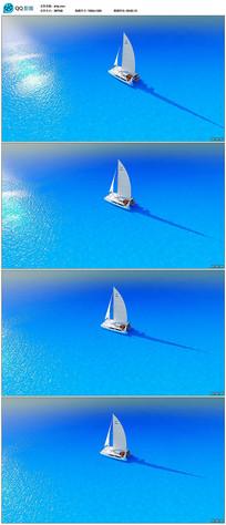 蓝色大海上的白色帆船